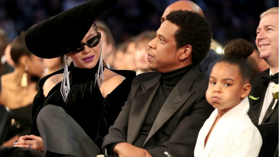 Blue Ivy Carter bids at art auction