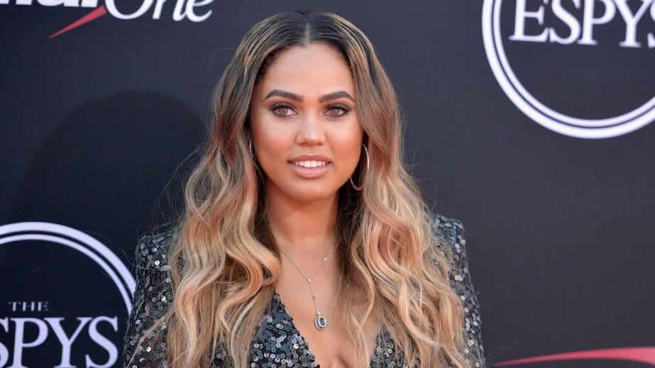 Very Pregnant Ayesha Curry Intentionally Bumped By Houston Rockets Fan