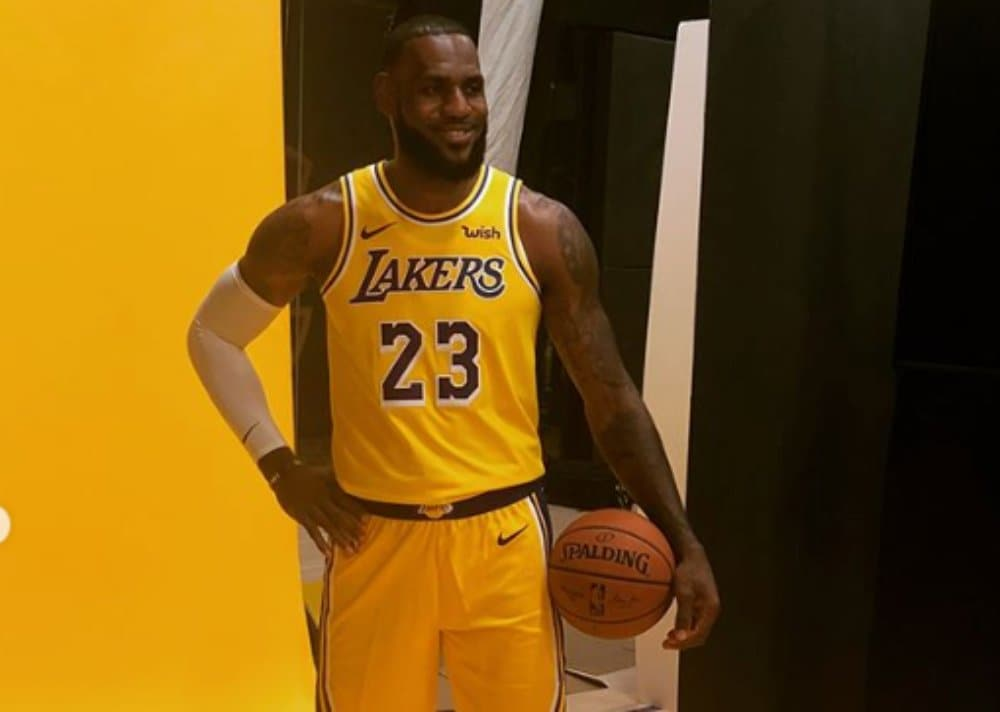 buy online cc9e6 7216a Lebron suits up in Laker gear and addresses concerns that ...