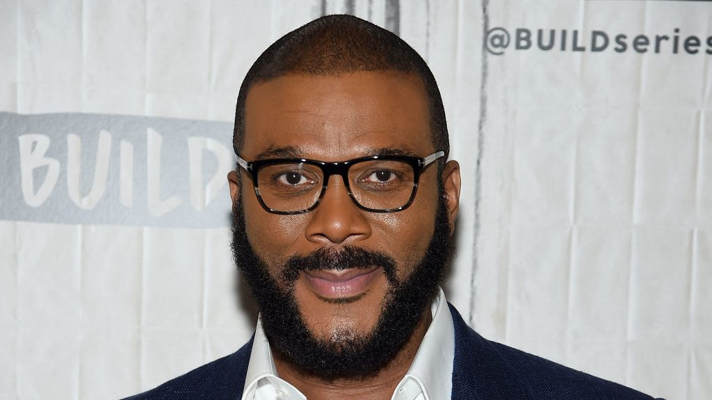 Tyler Perry rescues people from the Bahamas and sends seaplane with supplies