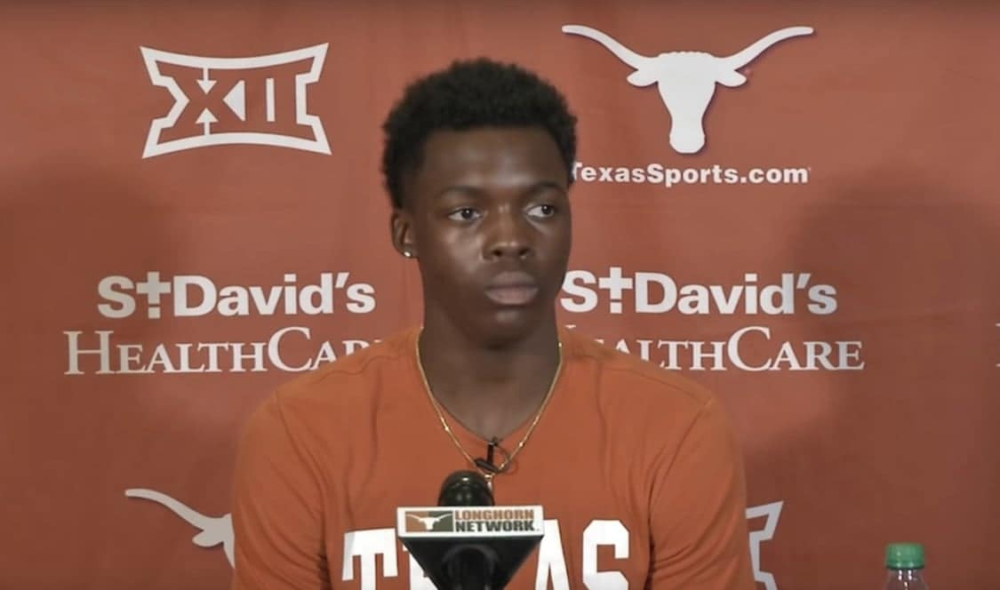 Texas G cheered in first game since leukemia battle
