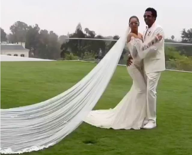 Beyonce Shows Off Gown That Hints At Vow Renewal With Jay Z