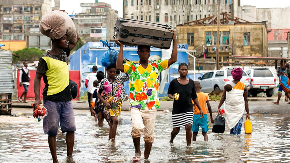 Cyclone's huge floods endanger thousands in southern Africa