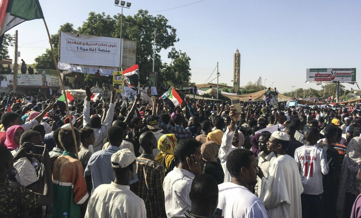 Sudan protest leaders demand scrapping of military council