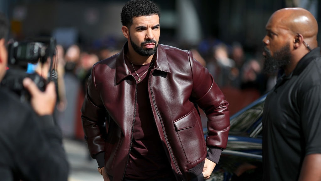Drake fires back at claims that he went under the knife for ripped abs