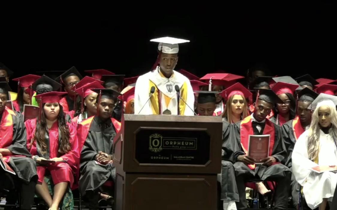Homeless Tennessee teen named high school valedictorian, receives