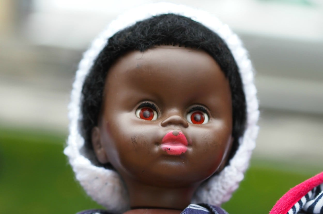 Trasportare visivo amministrazione  Sister of white girl who seemingly rejected Black baby doll says ...