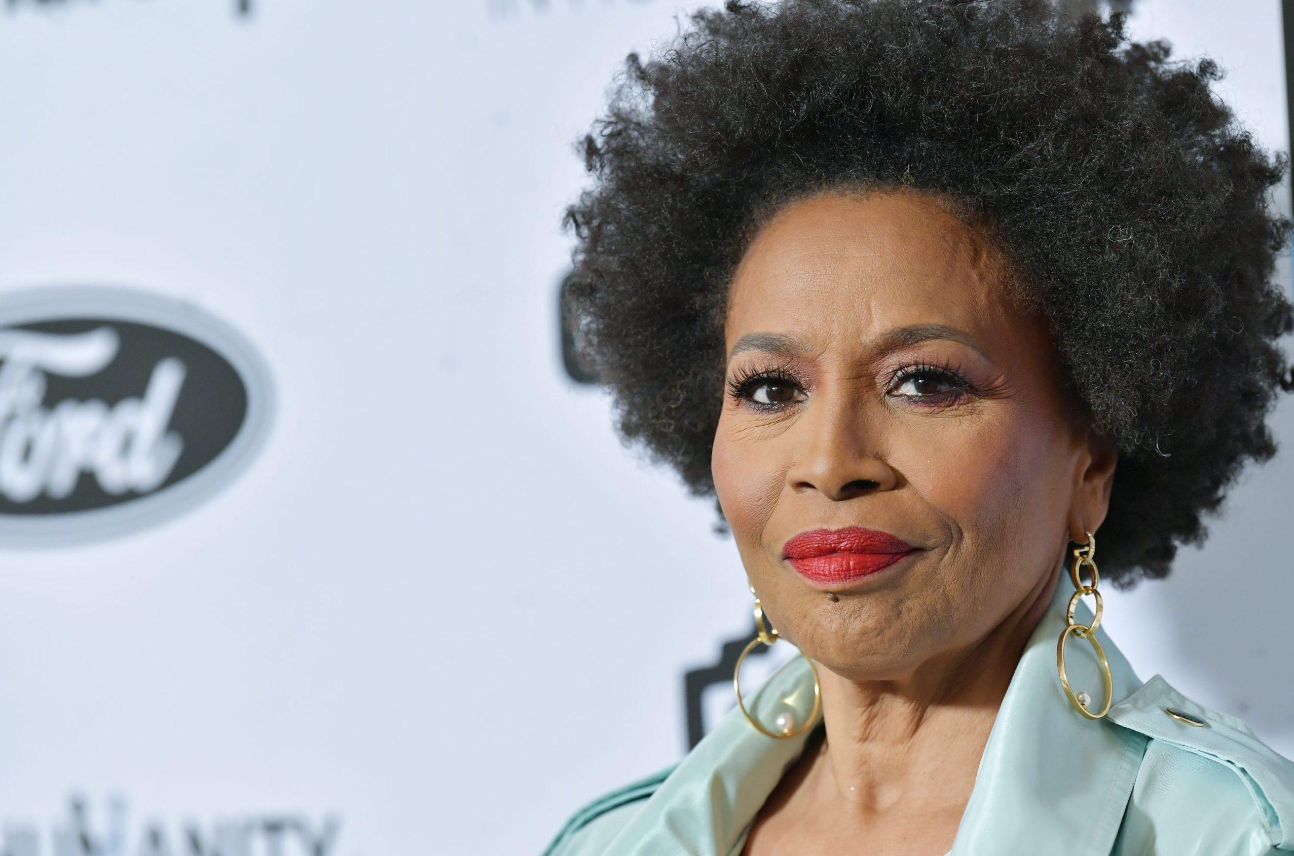 "Jennifer Lewis ""Black Mother of Hollywood"" to receive Star on Walk Of Fame"
