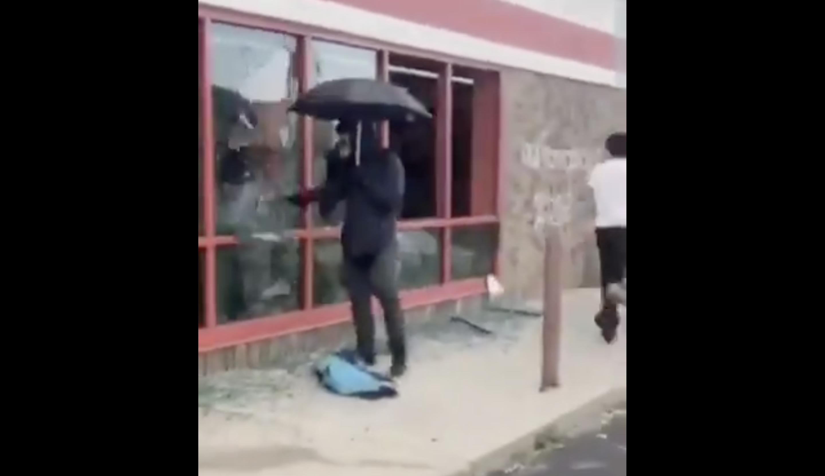 Masked white man vandalizing Minneapolis AutoZone raises suspicion