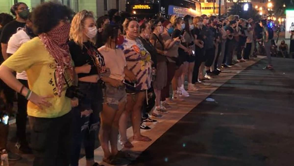 White women in Louisville line up to protect Black protesters
