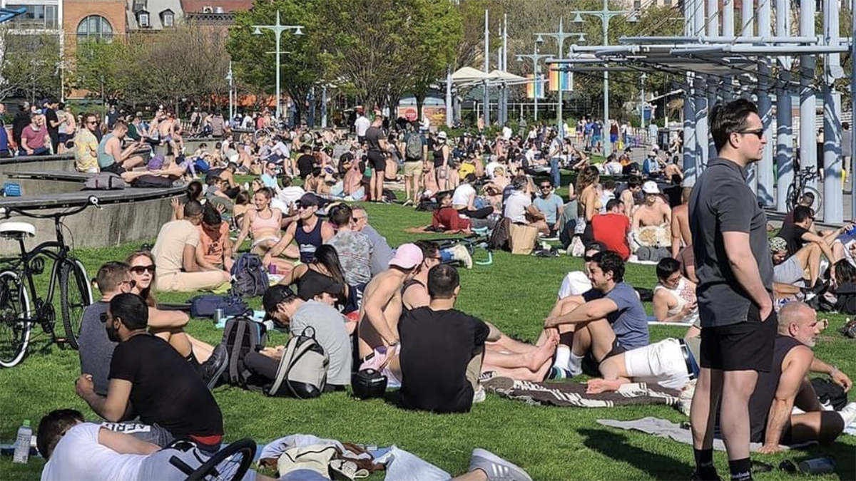 White privilege is on full display as people overcrowd NYC parks - TheGrio