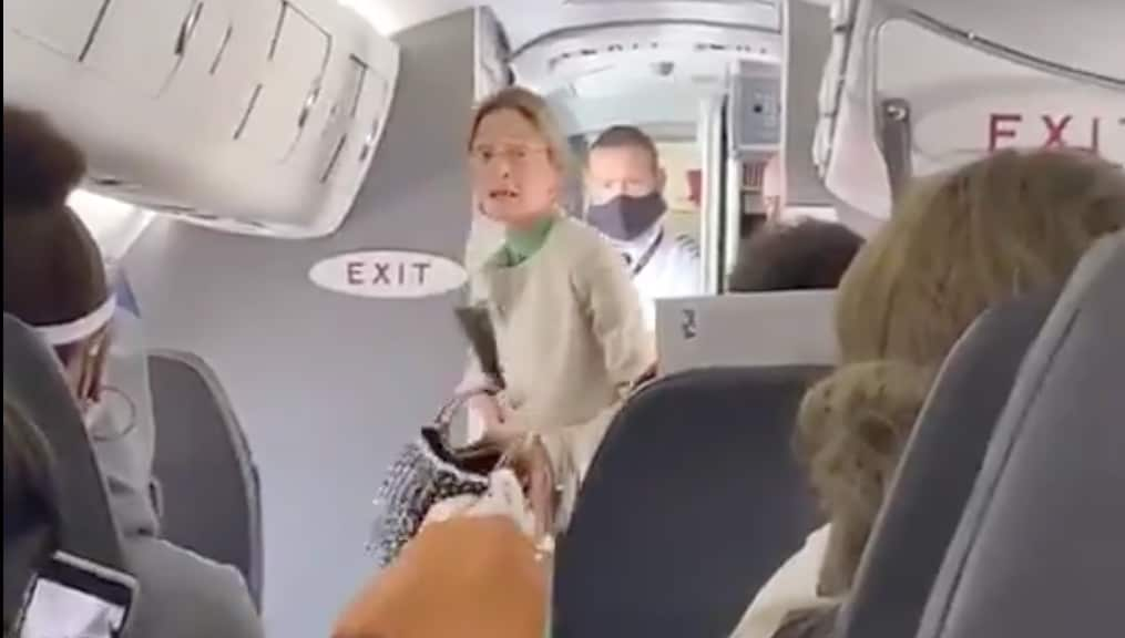 American Airlines draws applause for removing maskless passenger