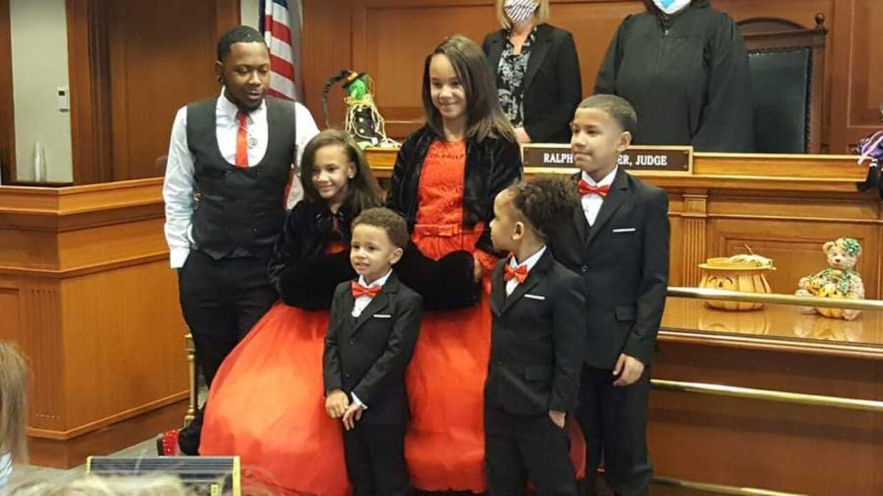 Single foster dad adopts five siblings so they won't be separated - TheGrio