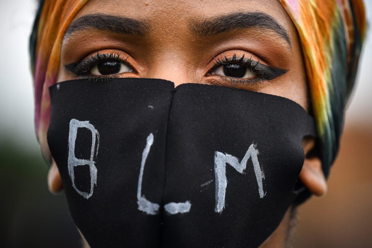 California restaurant temporarily closes after BLM mask backlash