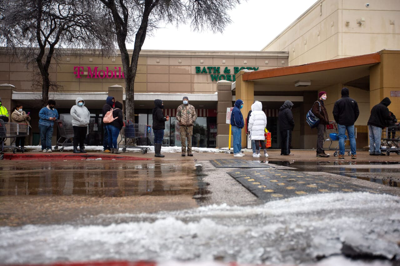 Texas grocery store loses power, lets shoppers leave with groceries - TheGrio