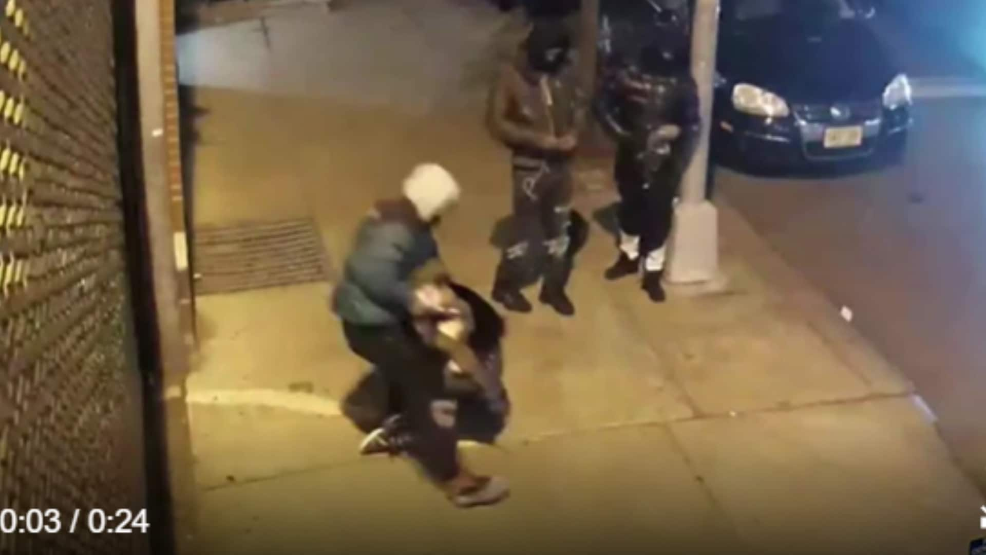 Viral video shows teen fighting off men trying to steal bag in NYC's Times Square - TheGrio