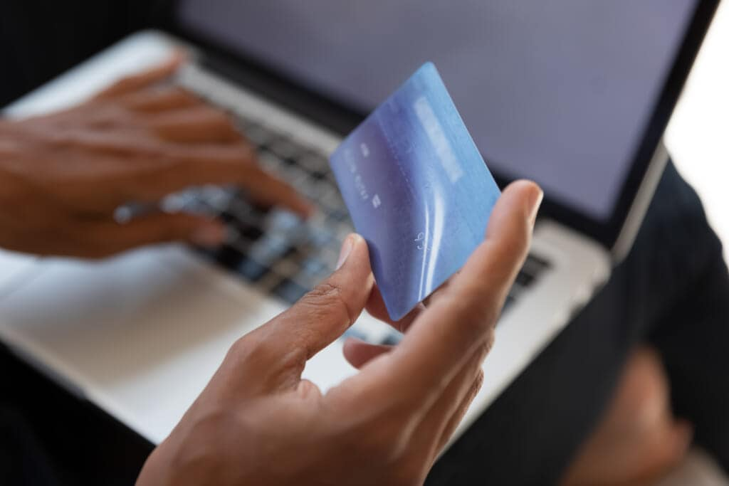 Black woman pays bill with credit card, theGrio.com